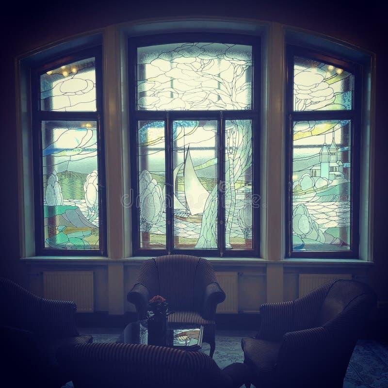 Fönster i det Metropol hotellet arkivfoton