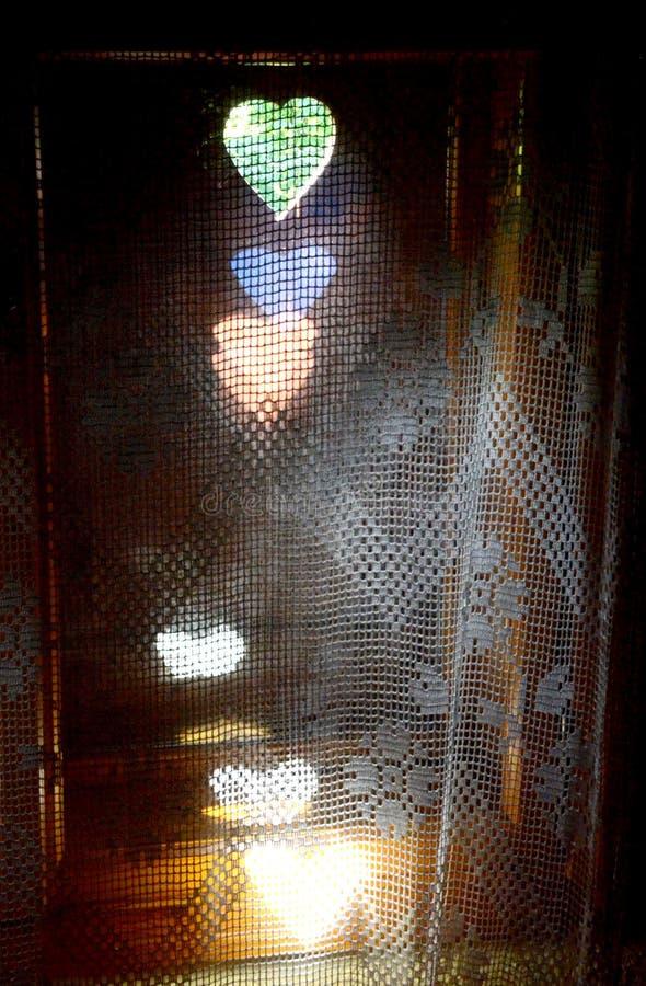 Fönster i en gammal stuga Lemko royaltyfria bilder