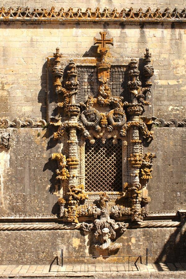 Fönster i manuelinestil i Tomar, Portugal arkivbilder