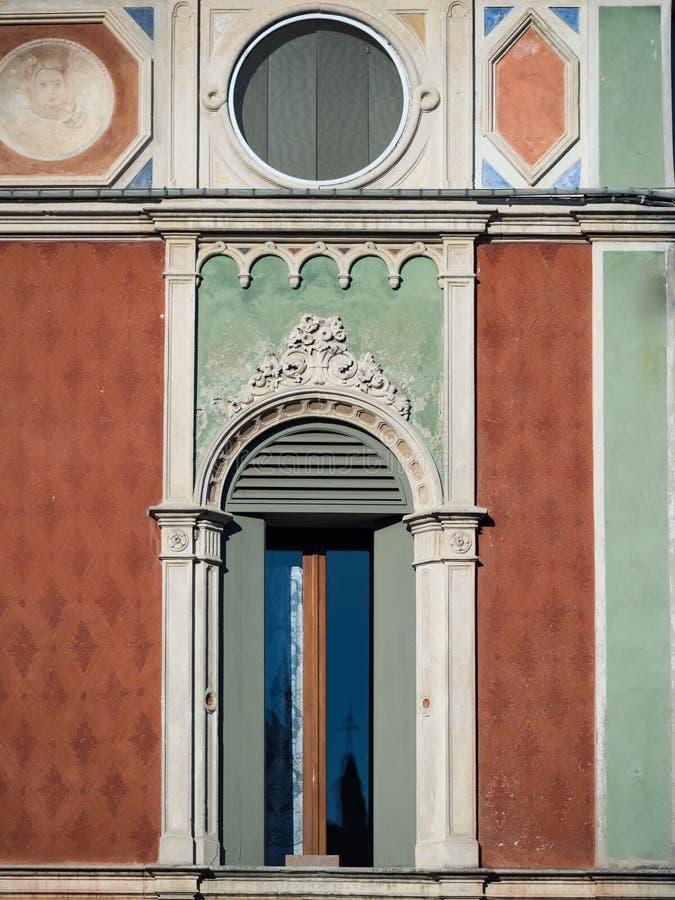 Fönster i Venetian gotisk stil royaltyfri bild