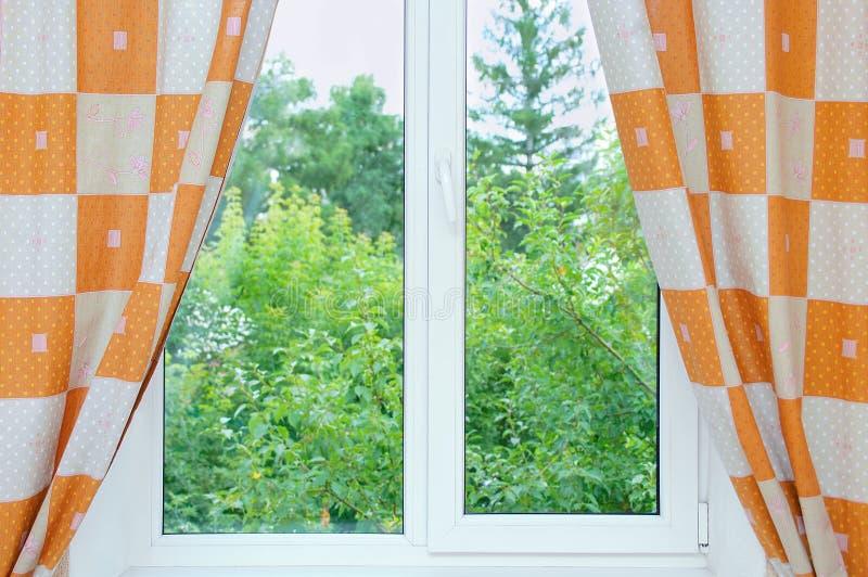 Fönster med öppet royaltyfri bild