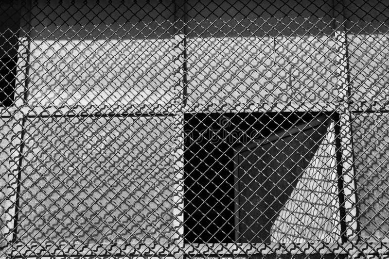 Fönster med metalized abstrakt och symmetriskt raster arkivbilder