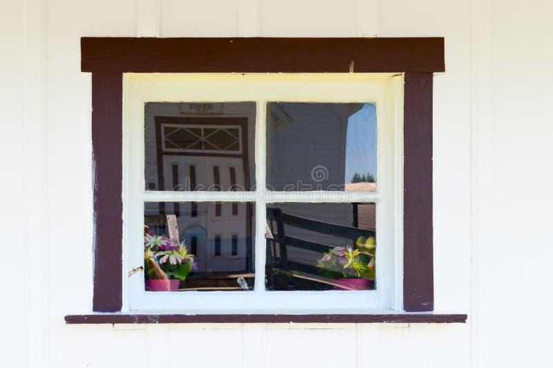 Fönster med reflexioner royaltyfria bilder