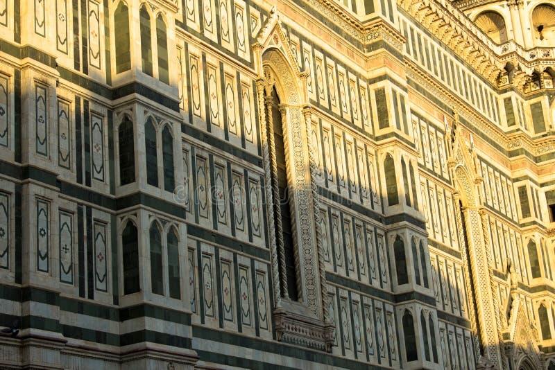 Fönster på Florence Cathedral royaltyfria foton
