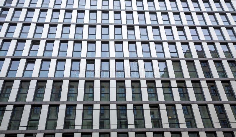 Fönsterfasad i Berlin MItte arkivfoto