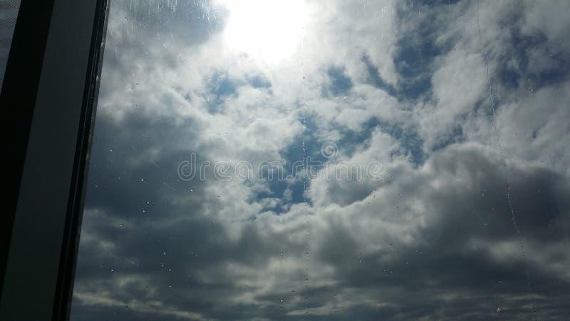 Fönsterhimmel royaltyfria bilder