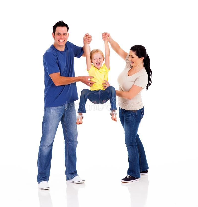 Föräldrar som leker med dottern royaltyfri fotografi
