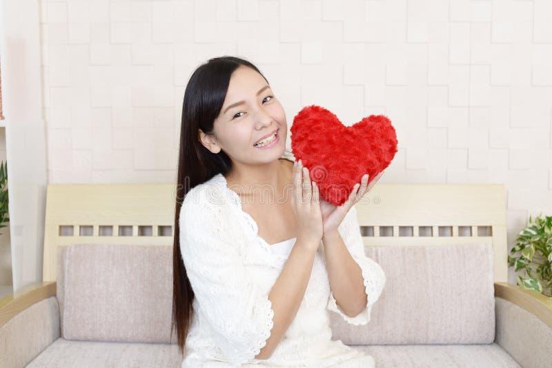 Förälskad kvinna royaltyfria foton