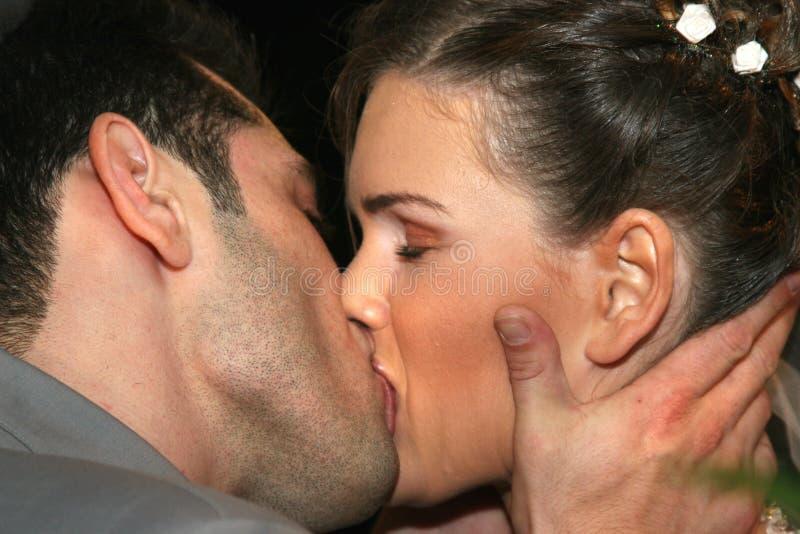 förälskad kyss två royaltyfri foto