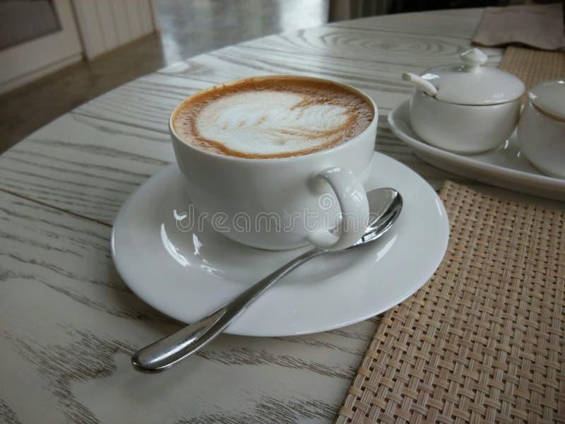 Förälskad varm Latte royaltyfria bilder