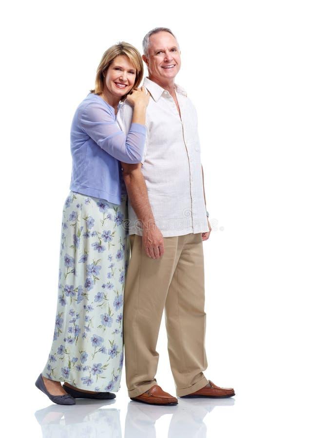Förälskade höga par. royaltyfri bild
