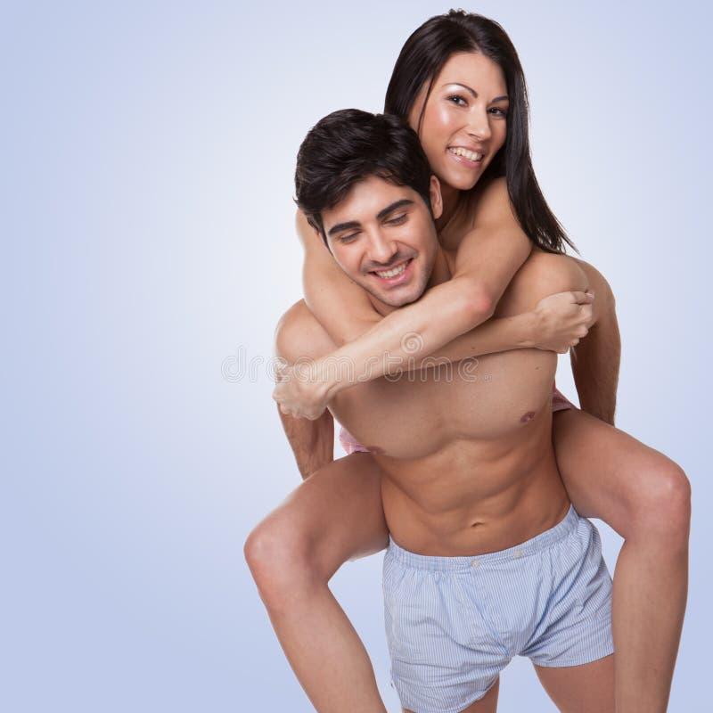 Förälskade lyckliga beautyful par fotografering för bildbyråer