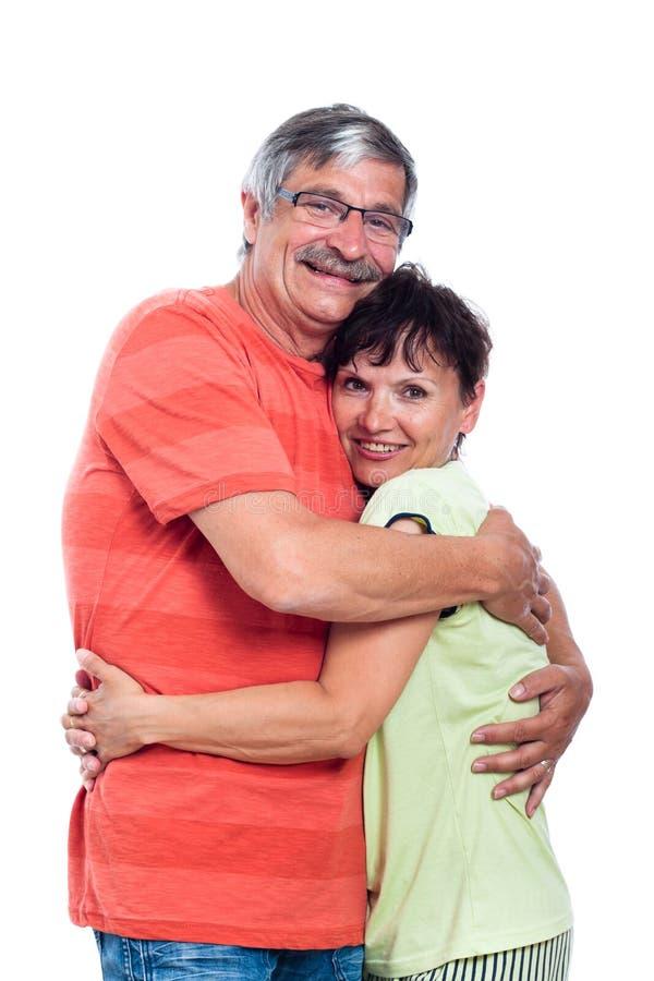 Förälskade lyckliga medelåldriga par royaltyfri foto