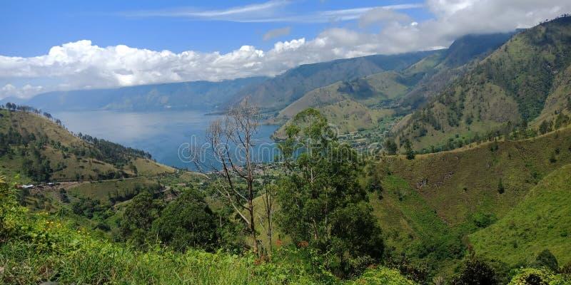 Förälskelse är berget och sjön arkivfoto