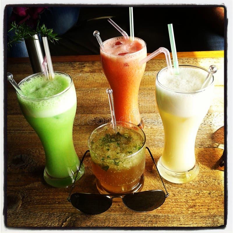 Förälskelse för kylde drinkar arkivbilder