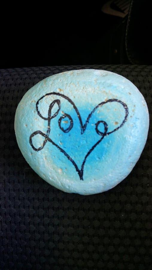Förälskelse målad sten royaltyfri foto