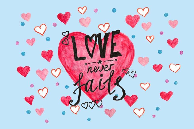 Förälskelse missar aldrig - vattenfärgmålning av bibelcitationstecken på blått med rosa hjärtor royaltyfri illustrationer
