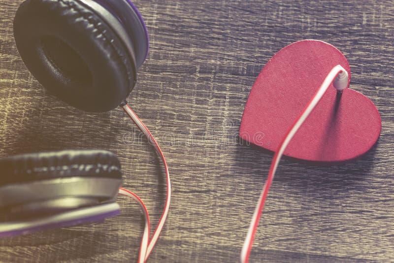 Förälskelse- och musikbegrepp royaltyfri foto
