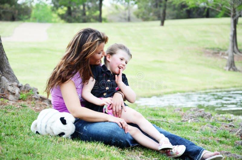 förälskelsemödrar royaltyfri bild