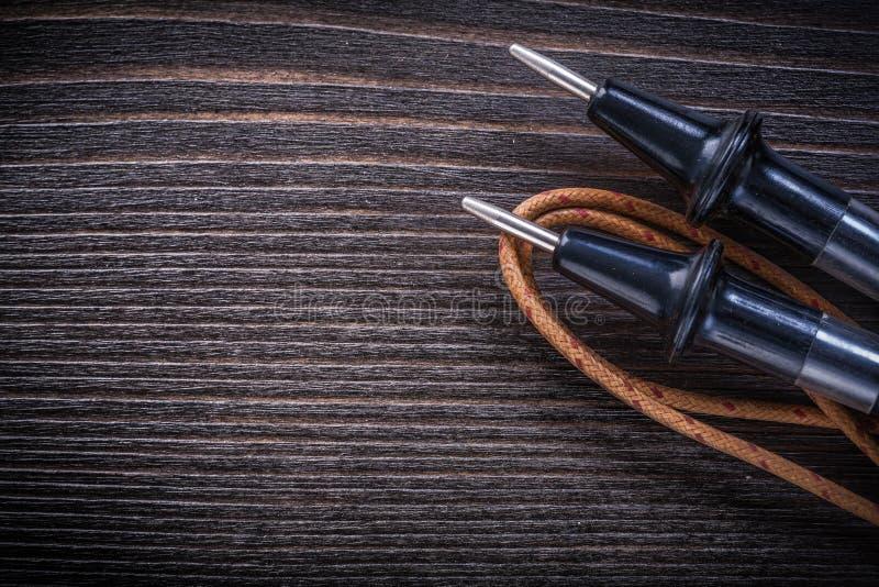 Föråldrad elektrisk tester på tappningträbrädeelektricitet c royaltyfria bilder