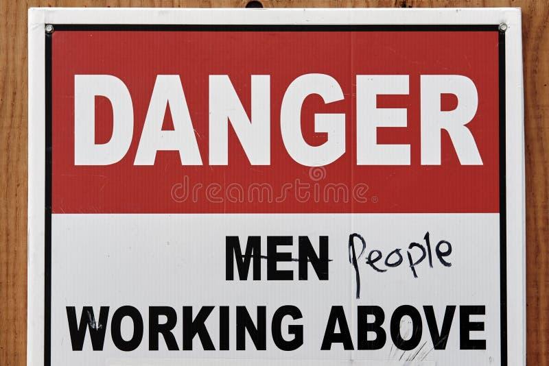 Föråldrat tecken på konstruktionsplatsen Rörelse för kvinna` s för jämställdhet royaltyfria foton