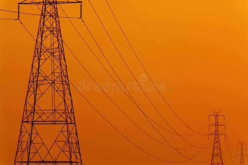 För överföringstorn för hög spänning elektrisk energi royaltyfria bilder