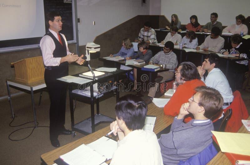 För affärsadministration för instruktör en föreläsande grupp arkivbilder