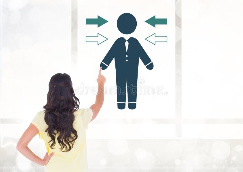 För affärsperson för kvinna rörande symbol med pilriktningssymbolen arkivfoto