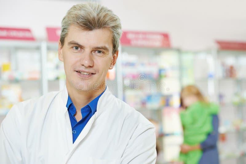 för apotekman för kemist säkert apotek royaltyfria foton