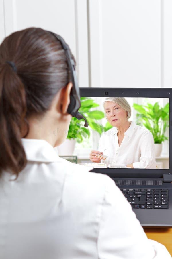 För appellpatient för doktor video läkarbehandling fotografering för bildbyråer