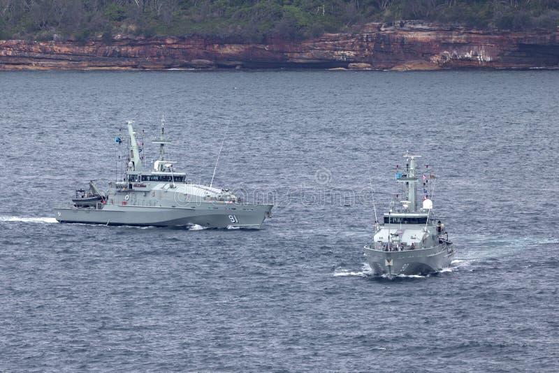 F?r Armidale-grupp f?r HMAS Broome ACPB 90 och f?r HMAS Bundaberg ACPB 91 fartyg patrull av den kungliga australiska marinen royaltyfria foton