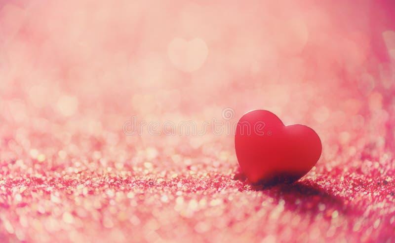 för bakgrundsdagguld röd s valentin för hjärtor royaltyfri foto