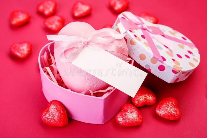 för bakgrundsdagguld röd s valentin för hjärtor royaltyfria foton