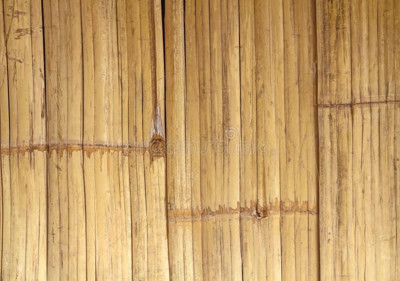 För bambustaket för slut övre brun bakgrund arkivfoto