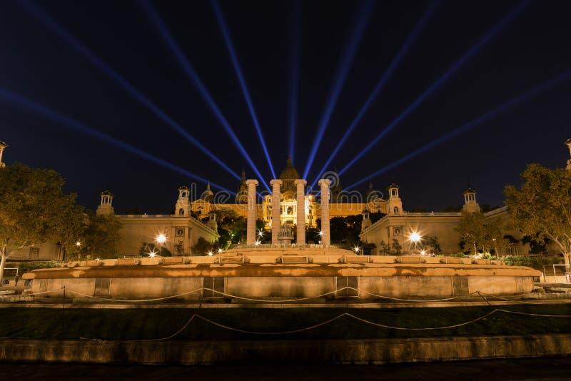 För Barcelona för nationellt museum show laser royaltyfria bilder