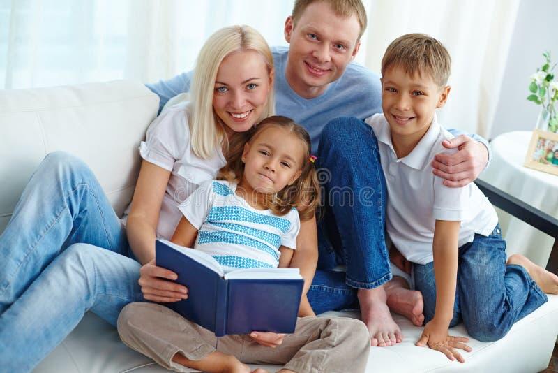 för bildjpg för familj home vektor arkivfoto