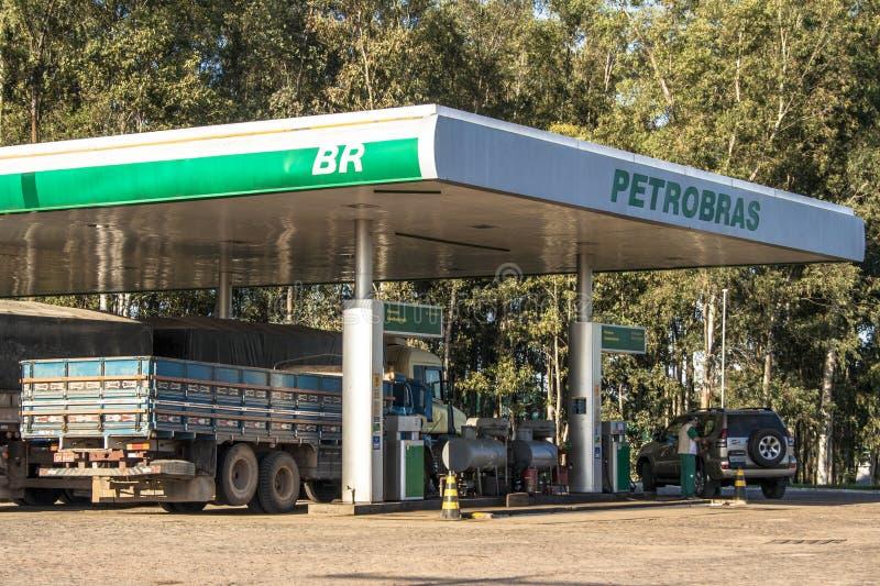 för bränslepetrol för bil fyllande station royaltyfria bilder