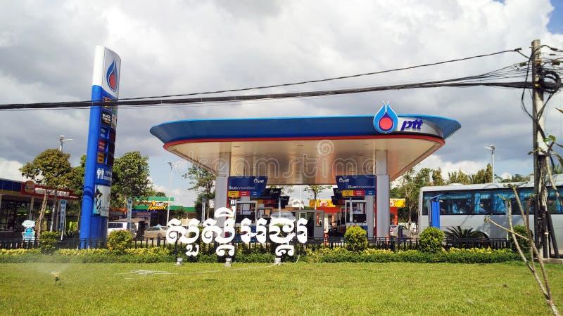 för bränslepetrol för bil fyllande station arkivfoton