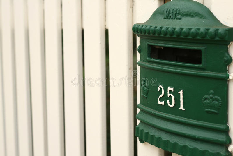 för brevlådapostering för staket greean white royaltyfri fotografi