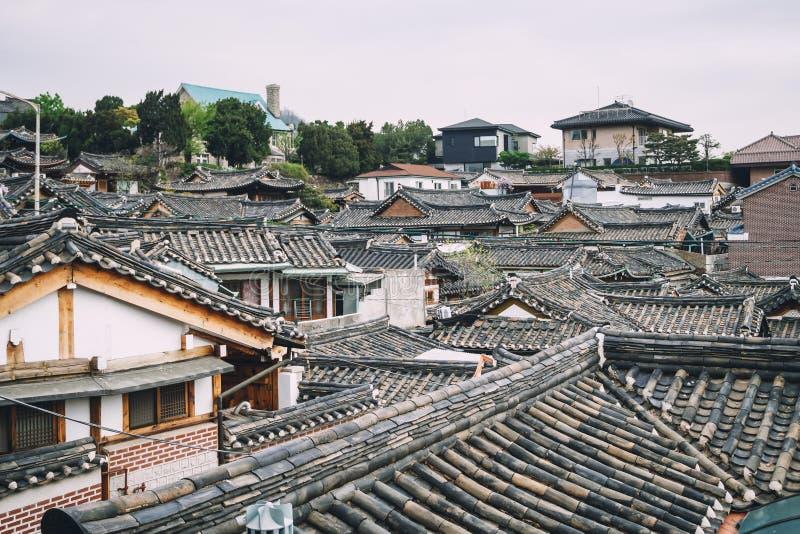 För Buchon för arkitektur för takdetaljer traditionell koreansk by hannok arkivbilder