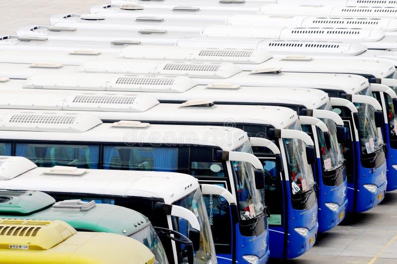 för bussar parklopp mycket arkivbild