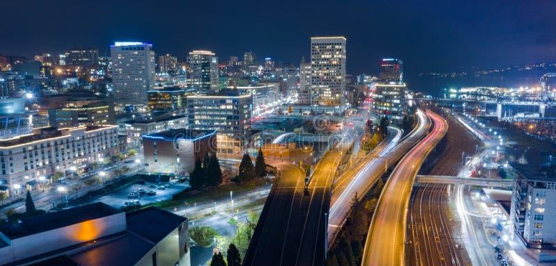 För centrumkärna för flyg- sikt i stadens centrum stads- horisont Tacoma WA arkivfoto