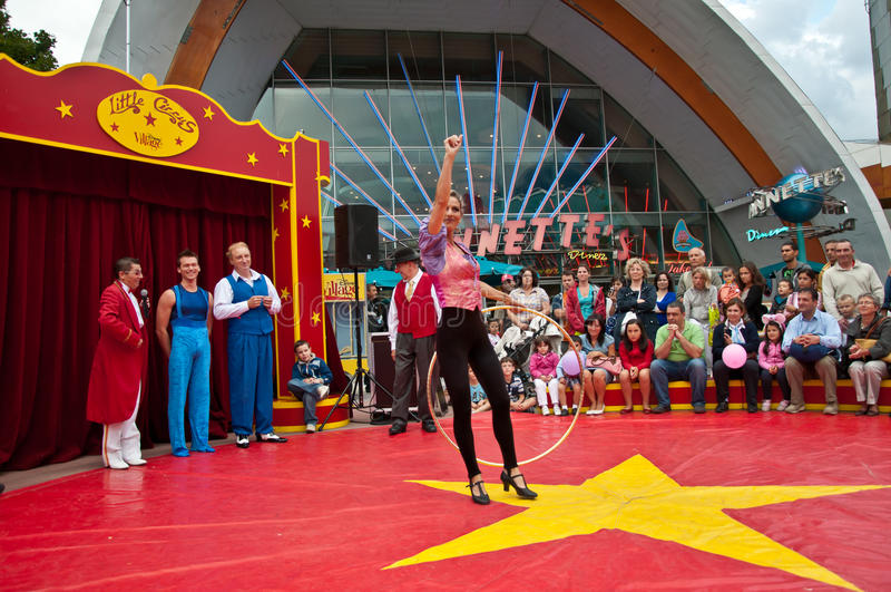 by för cirkusdisney underhållning little ut royaltyfria bilder