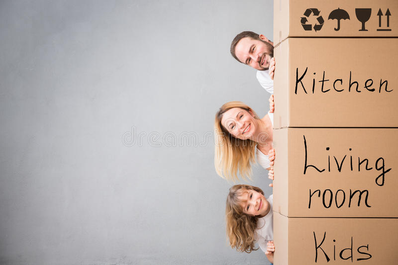 För daghus för familj nytt hem- rörande begrepp arkivfoton