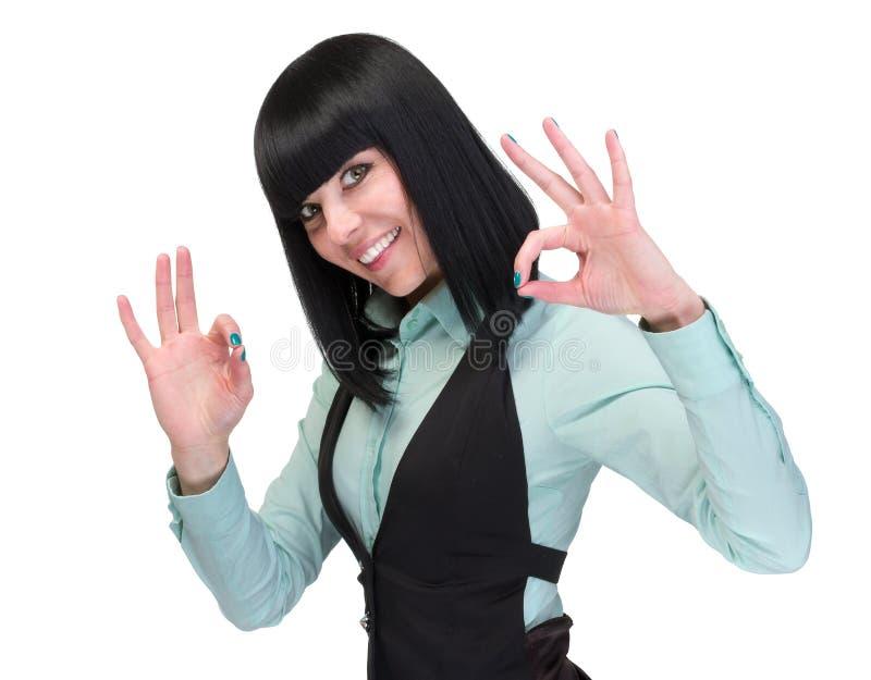 för den härliga isolerade den caucasian kinesiska handen affärsaffärskvinnan för bakgrund den blandade ok ok racen som visar teck royaltyfri foto