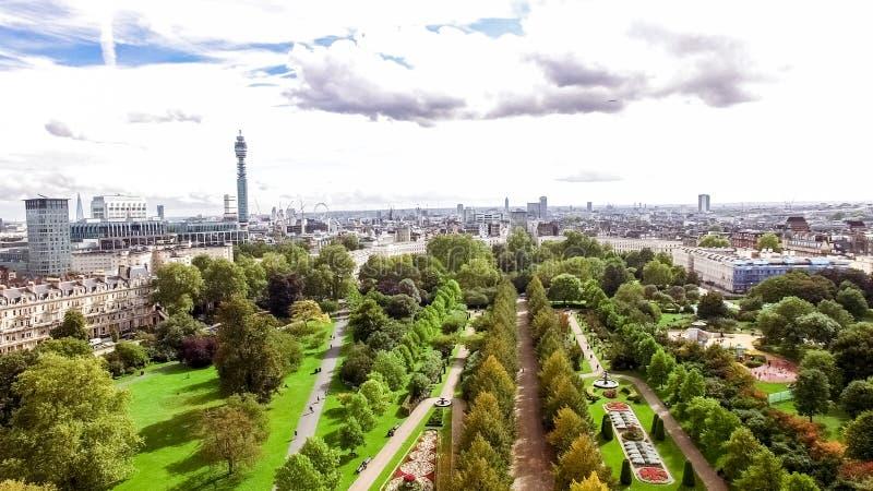 För den London för den flyg- sikten sikten staden runt om regenterna parkerar arkivfoton