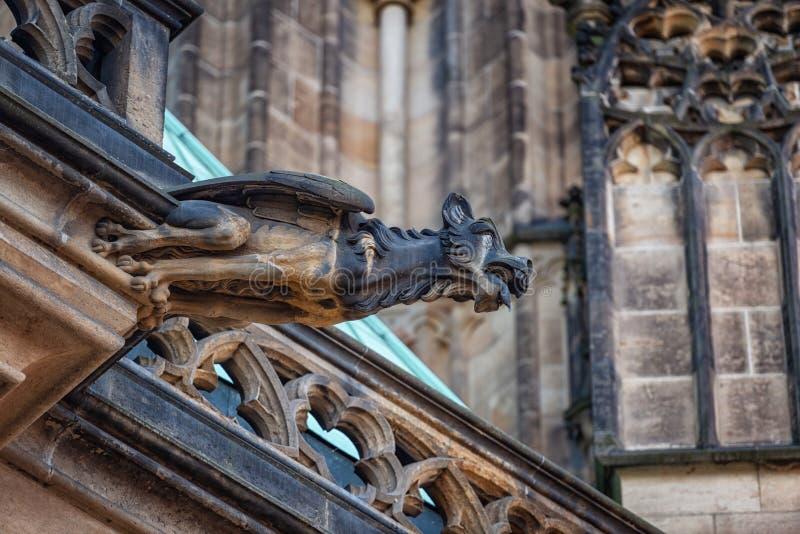 För domkyrkaPrague för St Vitus vattenkastare Tjeckien arkivbild