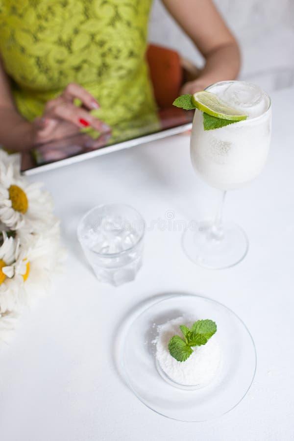För drinkrestaurang för sund mat organiskt begrepp arkivfoto