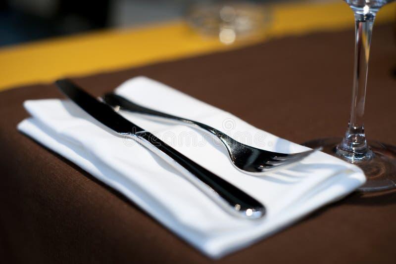 för dyr grund tabell restaurangset för dof arkivfoto
