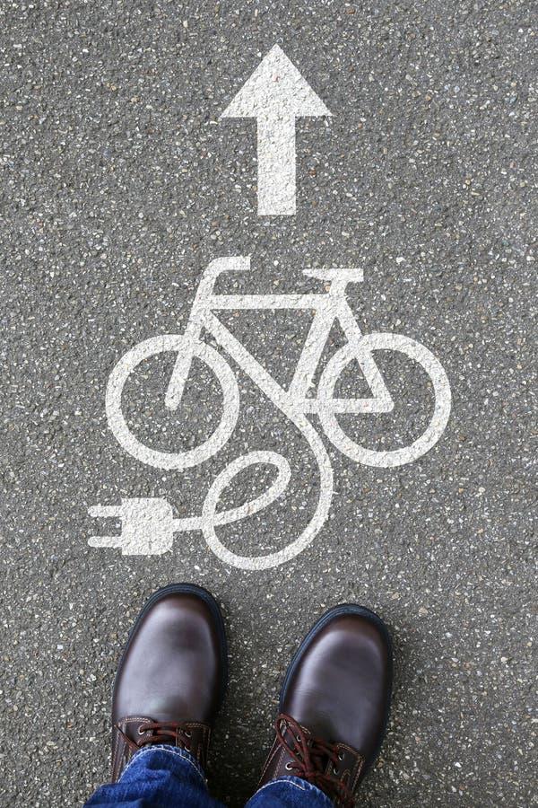 För Ebike för manfolkE-cykel E cykel friendl för eco för cykel elektrisk cykel arkivbild